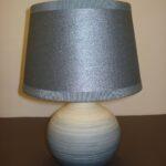 Lampada da tavolo in ceramica realizzata a mano con paralume artigianale, colori ,modelli e misure personalizzabili